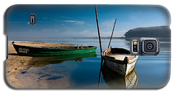 Galaxy S5 Case featuring the photograph Waiting by Edgar Laureano