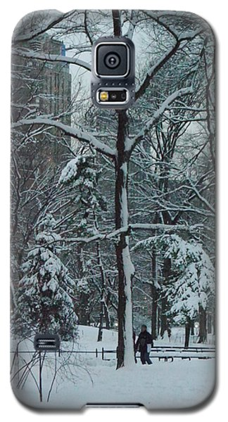 Walking In Snowy Central Park At Dusk Galaxy S5 Case