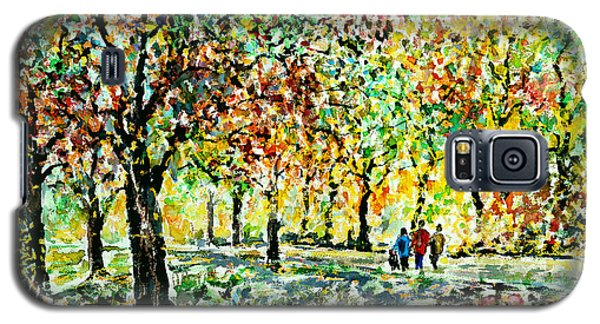 Galaxy S5 Case featuring the painting Walking In The Park by Alfred Motzer