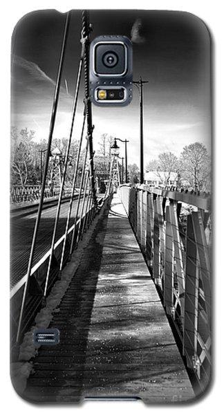 Walking The Riegelsville Bridge Galaxy S5 Case