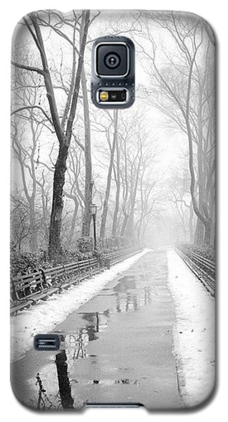 Walkway Snow And Fog Nyc Galaxy S5 Case