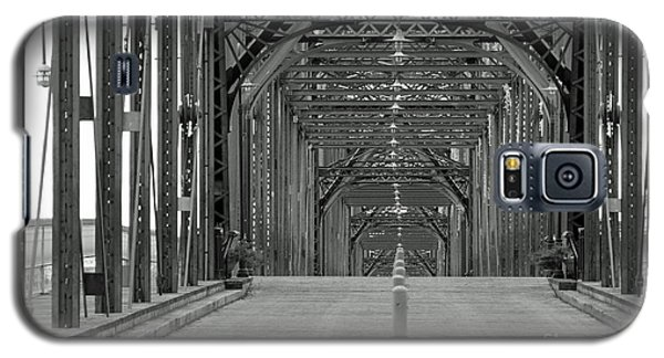 Galaxy S5 Case featuring the photograph Walnut Street Bridge by Geraldine DeBoer