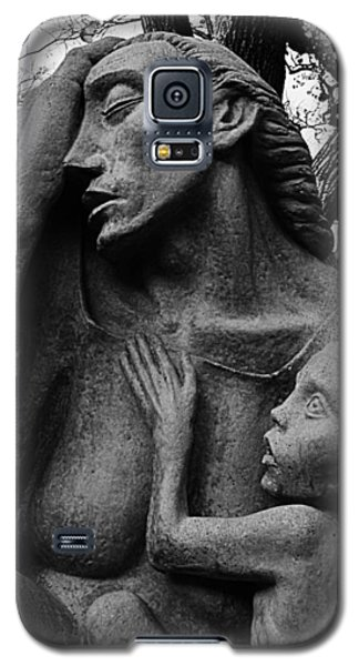 War Mother By Charles Umlauf In Black And White Galaxy S5 Case