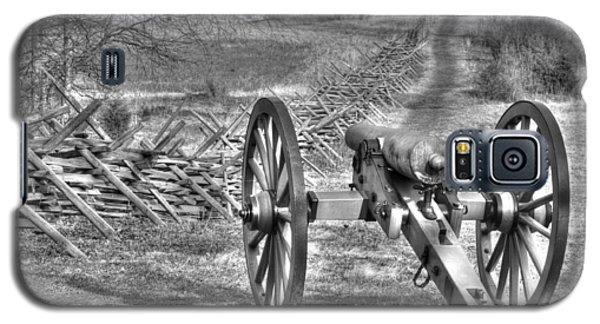 Galaxy S5 Case featuring the photograph War Thunder - Poague's Battalion Brooke's Va Battery West Confederate Avenue Gettysburg by Michael Mazaika