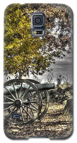 Galaxy S5 Case featuring the photograph War Thunder - The Purcell Artillery Mc Graw's Battery-a2 West Confederate Ave Gettysburg by Michael Mazaika