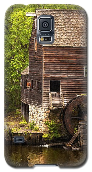 Galaxy S5 Case featuring the photograph Water Wheel At Philipsburg Manor Mill House by Jerry Cowart
