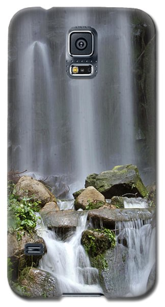 Galaxy S5 Case featuring the photograph Waterfall In Singapore by Shoal Hollingsworth