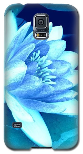 Galaxy S5 Case featuring the photograph Waterlily Blue 3 by Margaret Newcomb