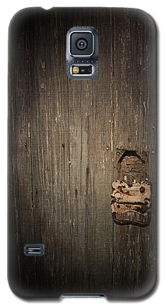 Galaxy S5 Case featuring the photograph Weathered by Cynthia Lassiter