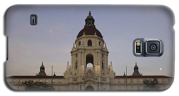 Galaxy S5 Case featuring the photograph Wedding At Moonrise - Pasadena City Hall California by Ram Vasudev