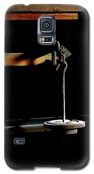 Weighing Value - Vintage Fairbank Scale Galaxy S5 Case by Steven Milner