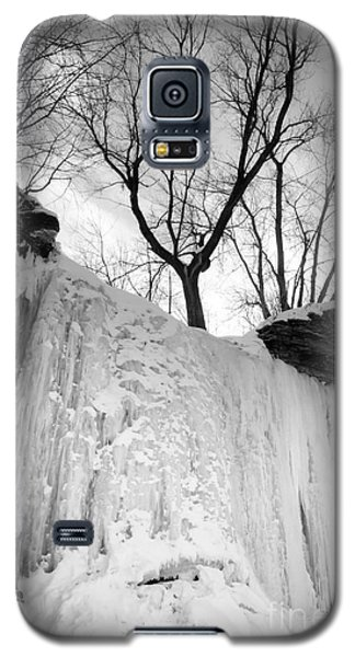 Galaxy S5 Case featuring the photograph Wequiock Walls Of Ice by Mark David Zahn