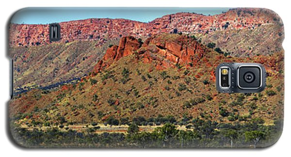 Galaxy S5 Case featuring the photograph Western Macdonnell Ranges by Paul Svensen