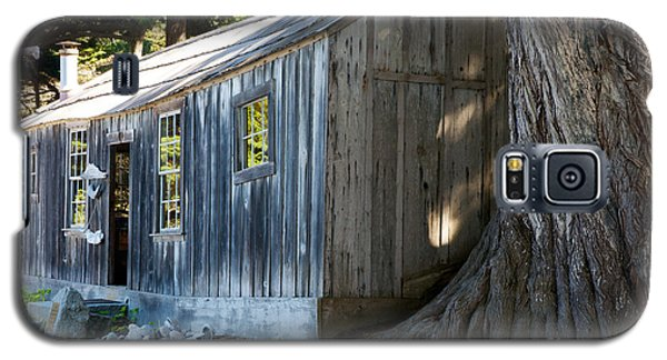 Galaxy S5 Case featuring the photograph Whaler's Cabin by Vinnie Oakes