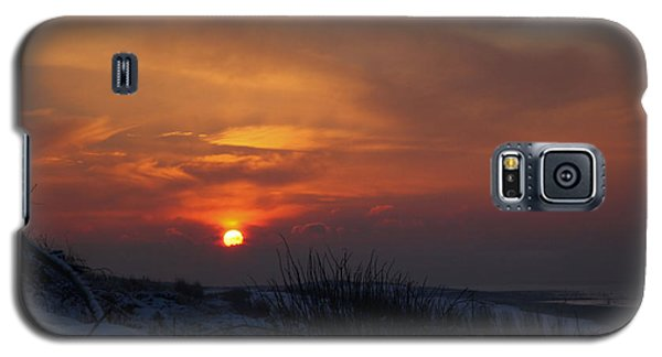 Galaxy S5 Case featuring the photograph When The Sun Goes Down  by Annie Snel