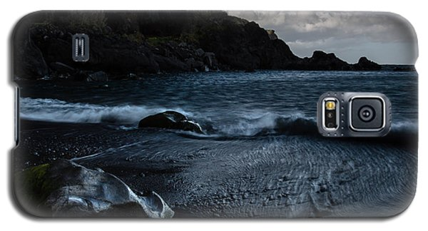 Galaxy S5 Case featuring the photograph When The Sun Goes Down by Edgar Laureano