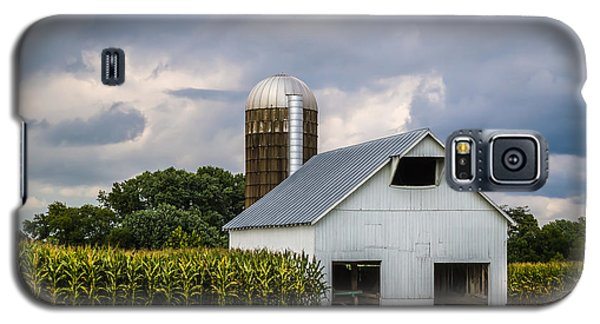 White Barn And Silo With Storm Clouds Galaxy S5 Case