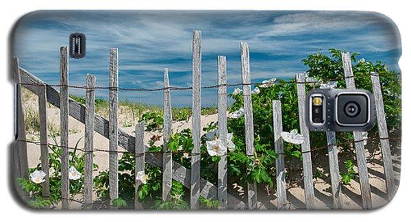 White Beach Roses Galaxy S5 Case