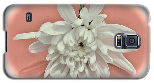 White Flower On Pale Coral Vignette Galaxy S5 Case