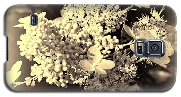 white flower SV Galaxy S5 Case by Leif Sohlman