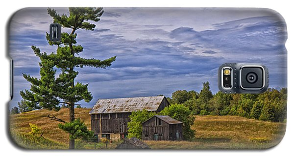 Galaxy S5 Case featuring the photograph White Pine And Old Barn by Gary Hall