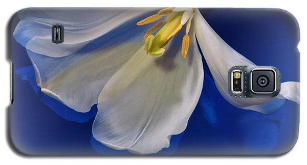 White Tulip On Blue Galaxy S5 Case