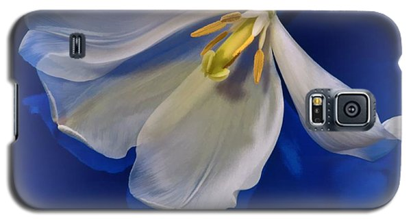 White Tulip On Blue Galaxy S5 Case