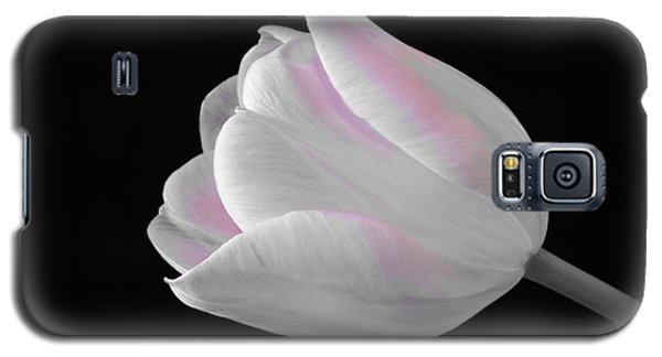 Galaxy S5 Case featuring the digital art White Tulip With Pink by Jeannie Rhode