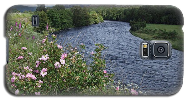 Wild Roses By The River Dee Galaxy S5 Case by Phil Banks