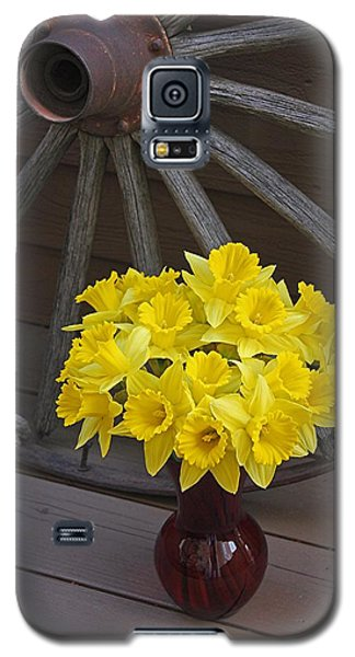 Galaxy S5 Case featuring the photograph Wild West Daffodils by Diane Alexander