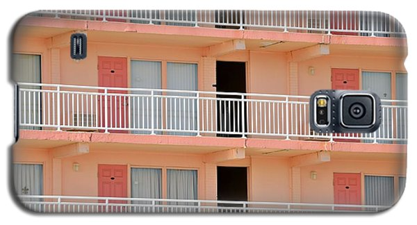 Galaxy S5 Case featuring the photograph Wildwood Madrid Motel by Steven Richman
