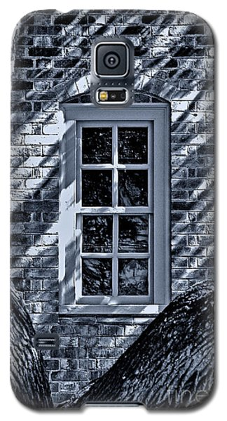 Galaxy S5 Case featuring the photograph Williamsburg Window by Nigel Fletcher-Jones