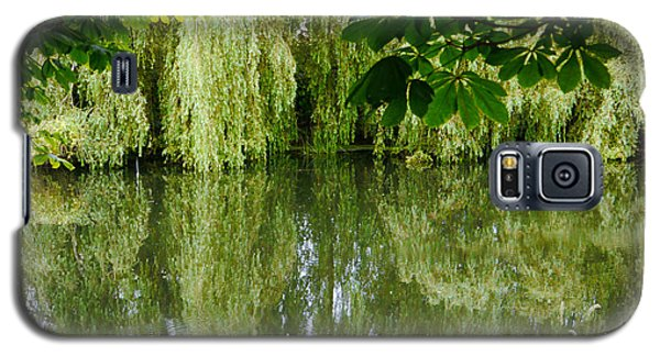 Galaxy S5 Case featuring the photograph Willows Reflected by Winifred Butler
