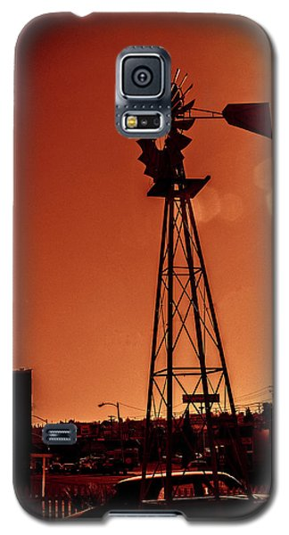 Windmill On Route66 Galaxy S5 Case by William Havle