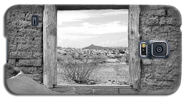 Window Onto Big Bend Desert Southwest Black And White Galaxy S5 Case by Shawn O'Brien