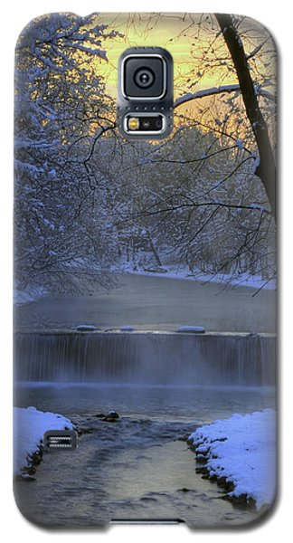 Galaxy S5 Case featuring the photograph Winter Morn by Dan Myers