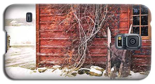 Winter Scene With Barn And Wheelbarrow/ Digital Painting  Galaxy S5 Case