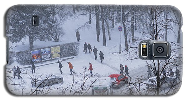 Galaxy S5 Case featuring the photograph Winter Traffic by Vladimir Kholostykh
