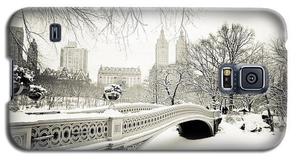 Winter's Touch - Bow Bridge - Central Park - New York City Galaxy S5 Case by Vivienne Gucwa