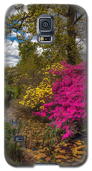 Galaxy S5 Case featuring the photograph Wisley Garden by Ross Henton