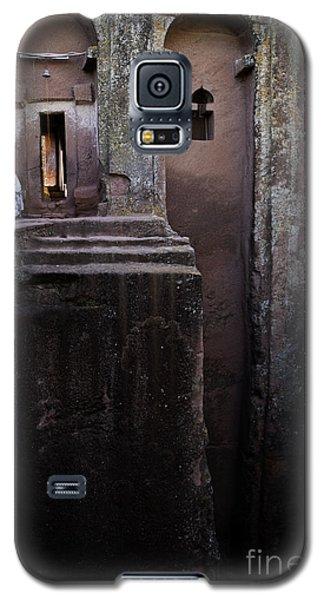 Woman In Lalibella Ethiopia Rock African Coptic Churches Galaxy S5 Case