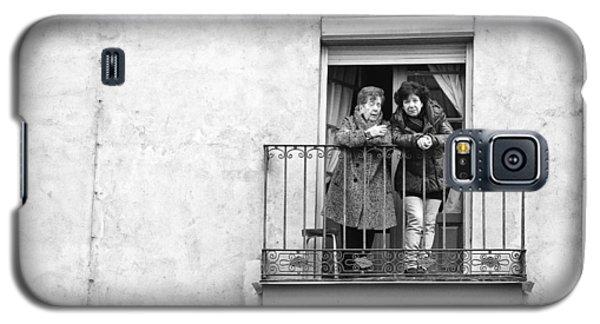 Women In Balcony Galaxy S5 Case