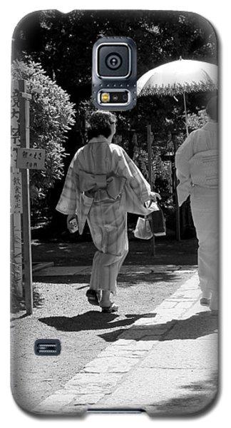 Women In Kimono Galaxy S5 Case by Larry Knipfing