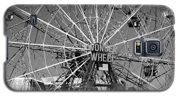 Wonder Wheel Of Coney Island In Black And White Galaxy S5 Case