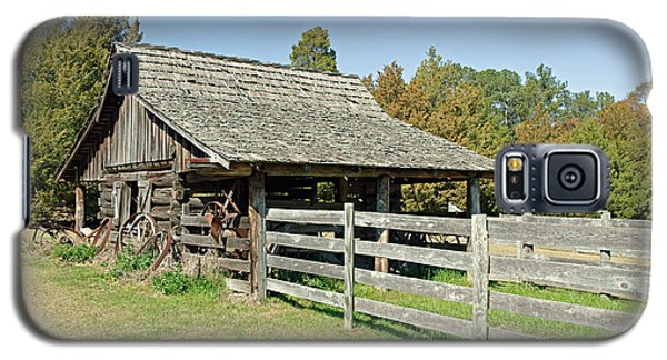Galaxy S5 Case featuring the photograph Wooden Barn by Charles Beeler