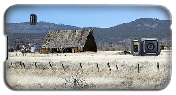 Wooden Barn Near Susanville Galaxy S5 Case