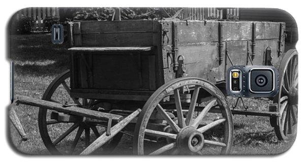 Galaxy S5 Case featuring the photograph Wooden Wagon by Robert Hebert