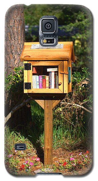 Galaxy S5 Case featuring the photograph World's Smallest Library by Gordon Elwell