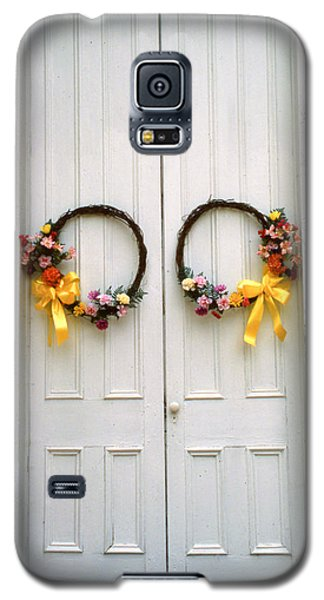 Galaxy S5 Case featuring the photograph Wreaths by Marion Johnson