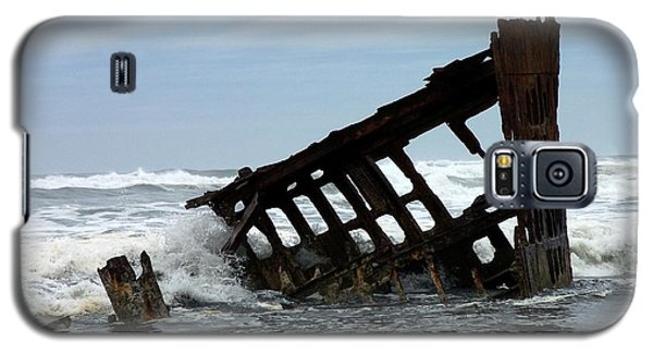 Galaxy S5 Case featuring the photograph Wreck Of The Peter Iredale by Chalet Roome-Rigdon